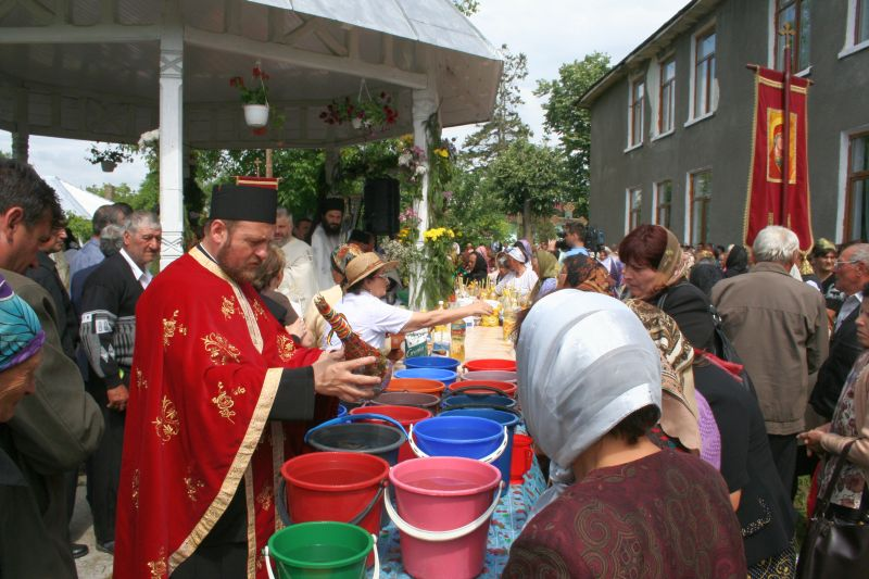 You are browsing images from the article: Procesiune la mormantul ciobanului 2012